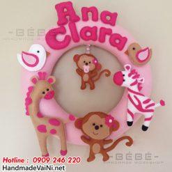 Trang trí sinh nhật cho bé theo chủ đề KHỈ CON tone HỒNG đáng yêu với vòng chữ handmade SN0020